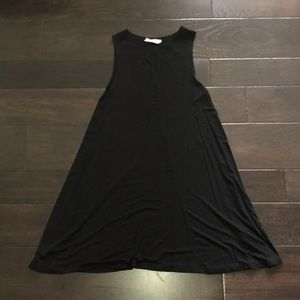 Little black dress with keyhole opening